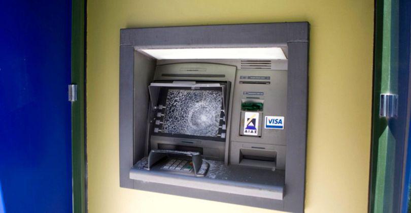 Persoanele care au aruncat un bancomat în aer la Arad au fost prinse. Cine a furnizat informațiile