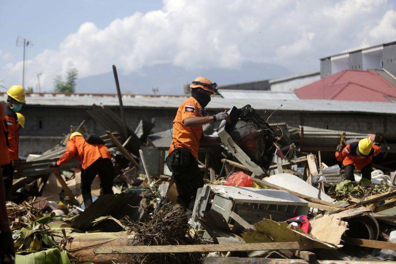 Descoperire macabră făcută după cutremurul din Indonezia. Cadavrele a 34 de studenți au fost găsite sub dărâmăturile unei biserici