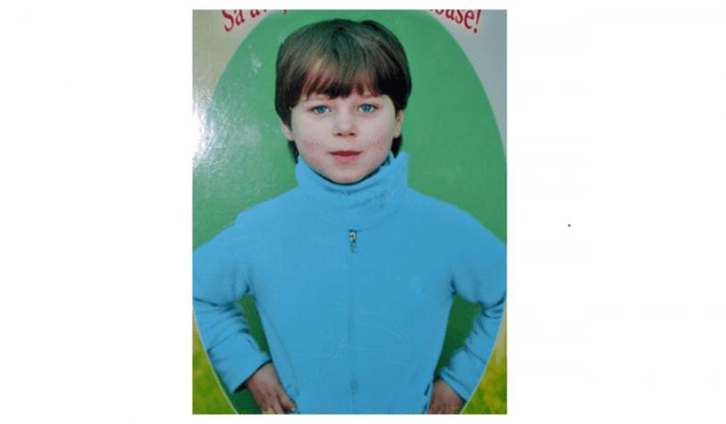 Alerta! O fetiță de 7 ani a dispărut de acasă. Ultima oară a fost văzută alături de un bărbat care a dus-o spre cimitirul din oraș. Poliția cere ajutorul cetățenilor