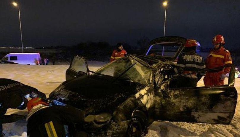 Accident cu patru răniți în Brașov. Mașina s-a oprit în mijlocul unui sens giratoriu