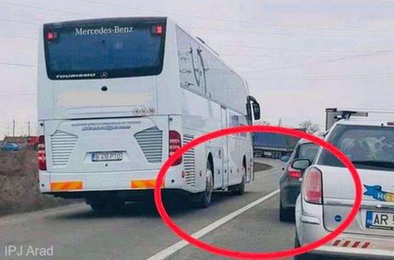 Șoferul unui autocar din București a rămas fără permis la Arad. O fotografie a arătat greșeala făcută în trafic