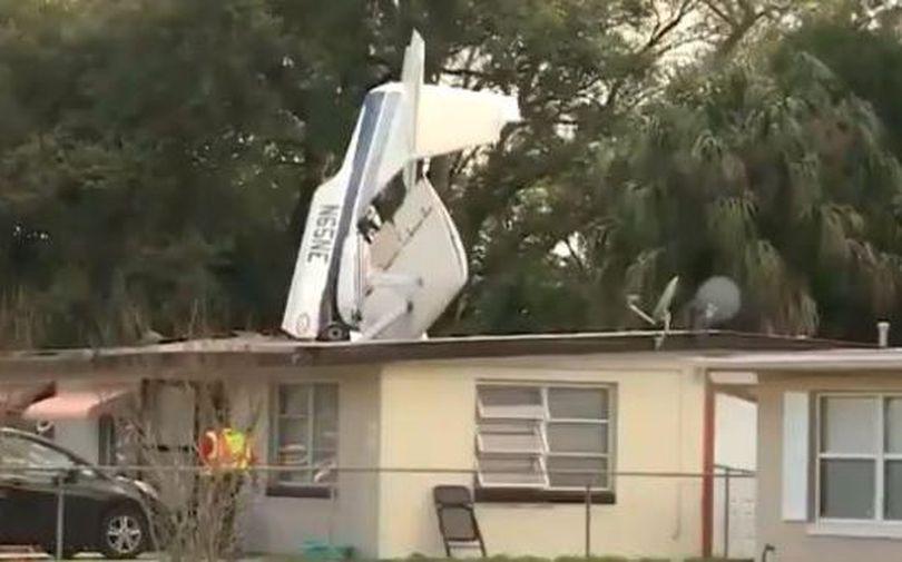 VIDEO   Un avion de mici dimensiuni s-a prăbușit peste o casă în Florida. Un om a murit