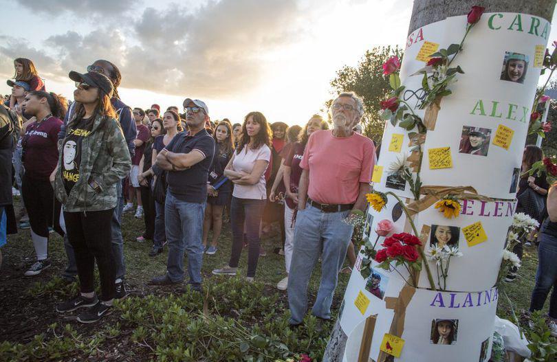 Un tânăr care supraviețuise atacului armat de la liceul din Parkland s-a sinucis