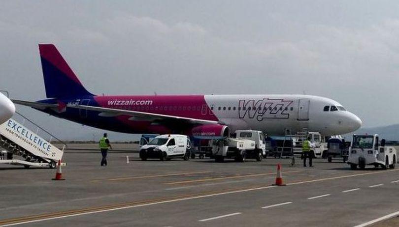 Bătaie la bordul unui avion Wizz Air Londra-Budapesta. Mai mulți britanici au fost arestați la aterizare