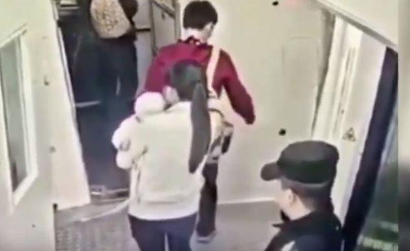 VIDEO | Gestul făcut de un pasager înainte de decolarea unui avion ar fi putut duce la o tragedie