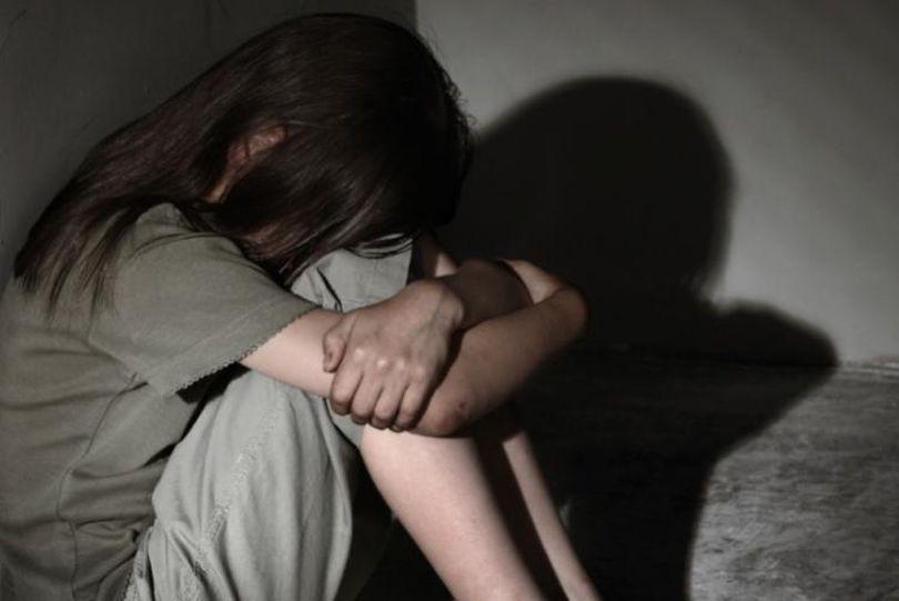 O fetiță de 13 ani a fost abuzată sexual într-un spital! Agresorul a amenințat-o cu un cuțit