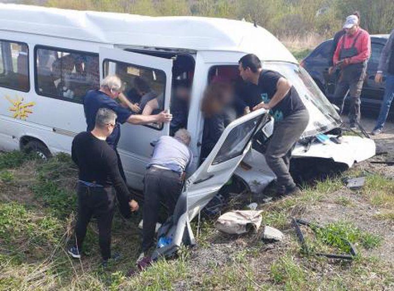 Elevii din microbuzul răsturnat sâmbătă mergeau la Olimpiada Națională de Biologie din Oradea. Copii sunt acum în afara pericolului