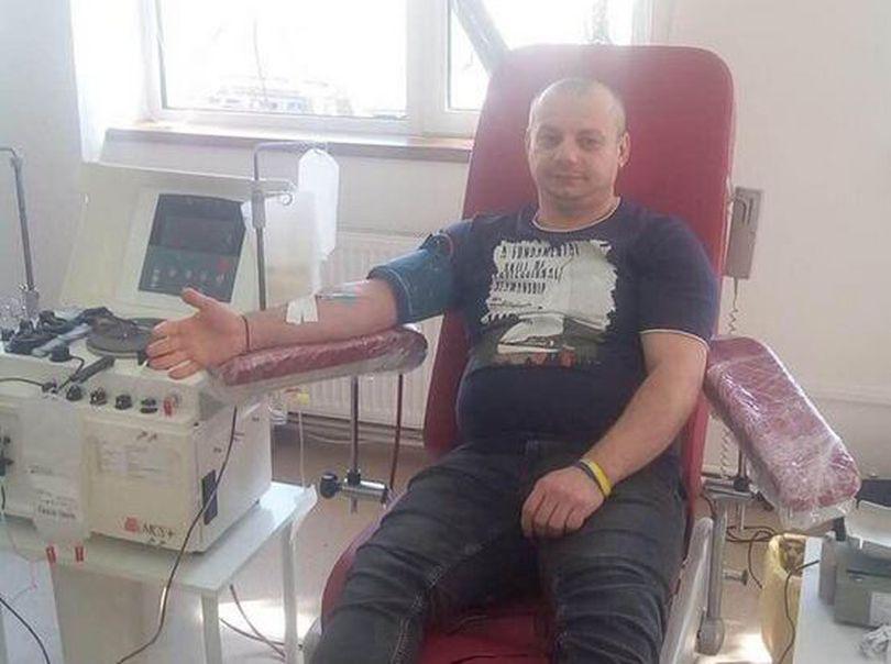 EXCLUSIV – Salvatorul de destine! Datorită faptului că are o grupă rară de sânge, un măcelar din Ploiești a donat în zeci de cazuri în care familiile disperate l-au căutat!