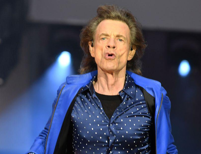 Mick Jagger dansează după ce a fost operat pe cord. Solistul The Rolling Stones, demonstrație celebrele sale mișcări de dans / VIDEO