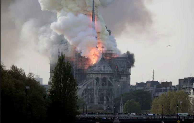 Firea anunță că donează timp de trei luni 10% din salariul său pentru refacerea Catedralei Notre-Dame din Paris