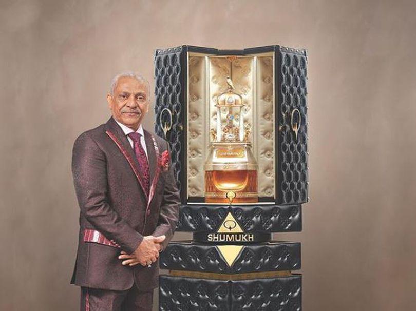 Parfumul care costă cât peste 140 de Dacii Logan. Are mii de diamante încrustate și pulverizator controlat de la distanță / FOTO