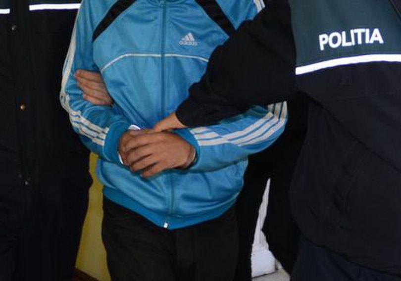 Un tânăr de 23 de ani a fost arestat după ce a bătut un bihorean şi i-a furat banii câştigaţi la jocuri de noroc